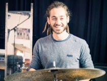 Paul-Aaron Wolf –Drums, Perkussion & Gitarre