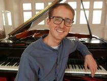 Corey Knight – Klavier